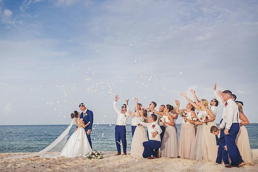 Dreams-Playa-Mujeres-Stylish-Wedding_0001.jpg