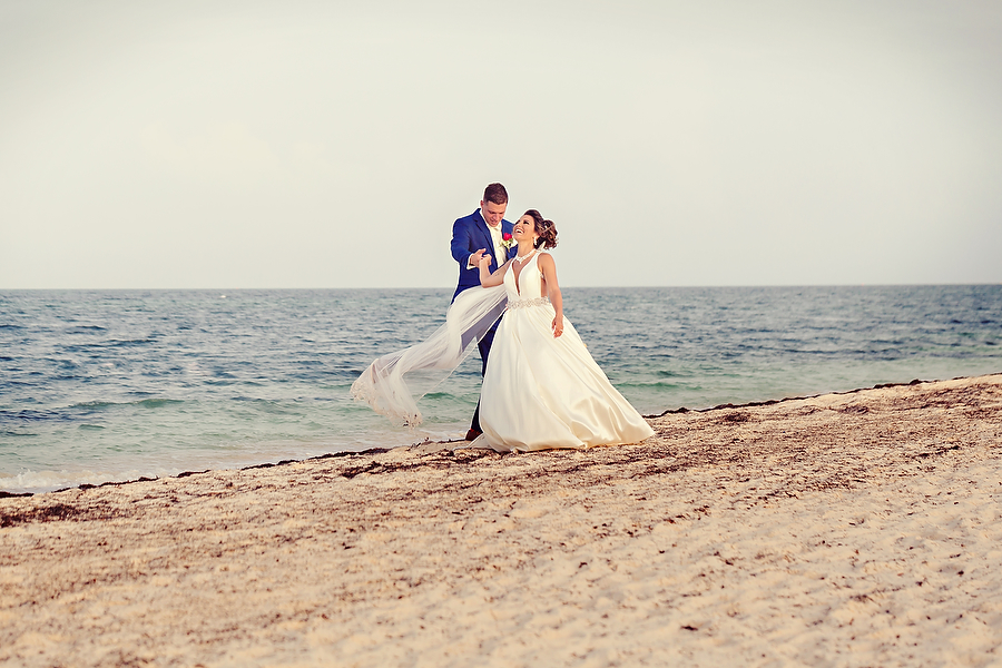 Dreams-Playa-Mujeres-Stylish-Wedding_0104.jpg