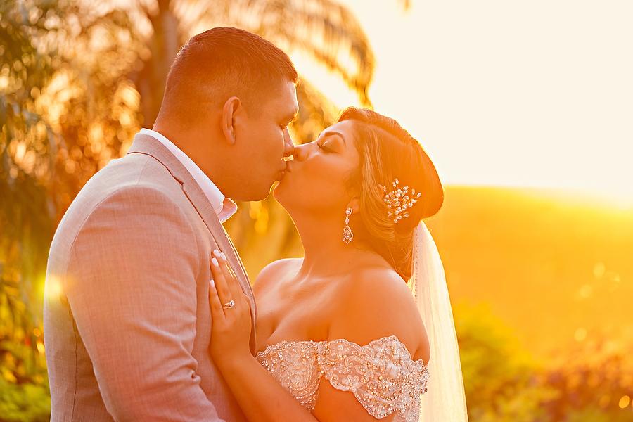 Fall-Beach-Wedding-Royalton_0001.jpg