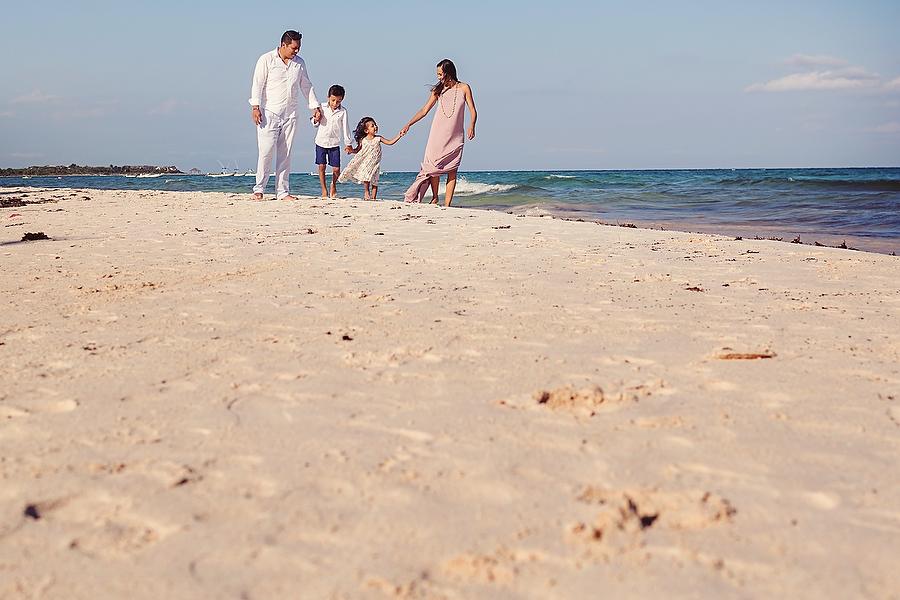 Xpuha-Family-Beach-Portrait_0001.jpg